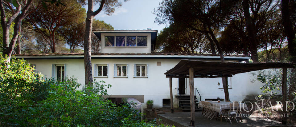 Luxury Villa for Sale in the Pine Forest of Roccamare  Image 1