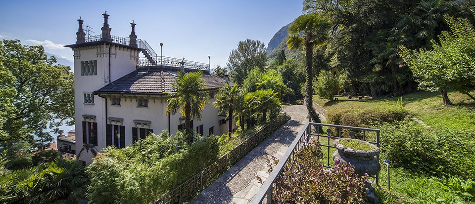luxury villa with splendid view of lake como