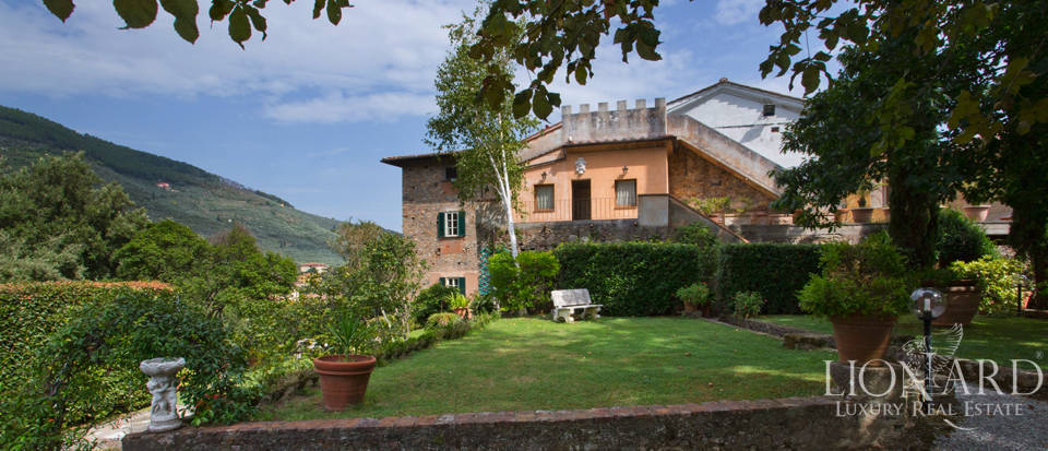 Historic villas for sale in Tuscany Image 2