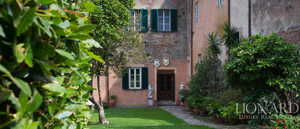 Historic villas for sale in Tuscany Image 28