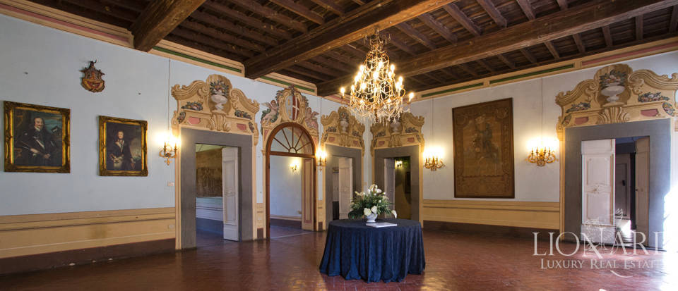 Historic villas for sale in Tuscany Image 32