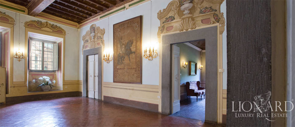 Historic villas for sale in Tuscany Image 44