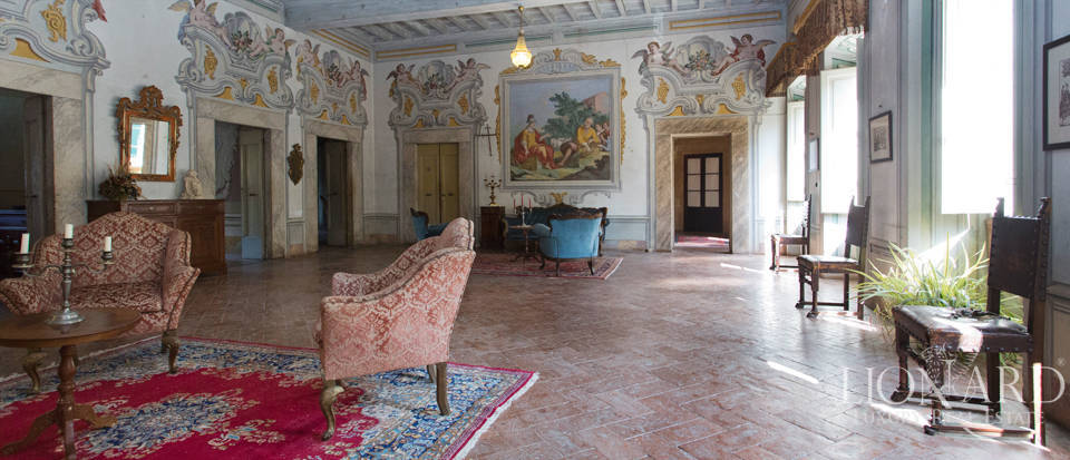 Historic villas for sale in Tuscany Image 51