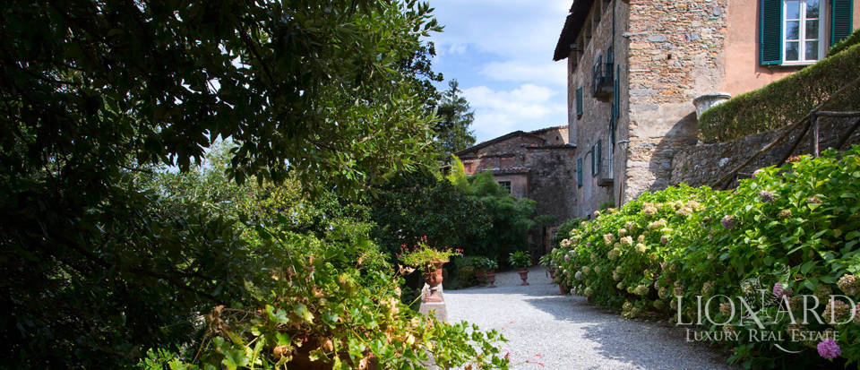 Historic villas for sale in Tuscany Image 24