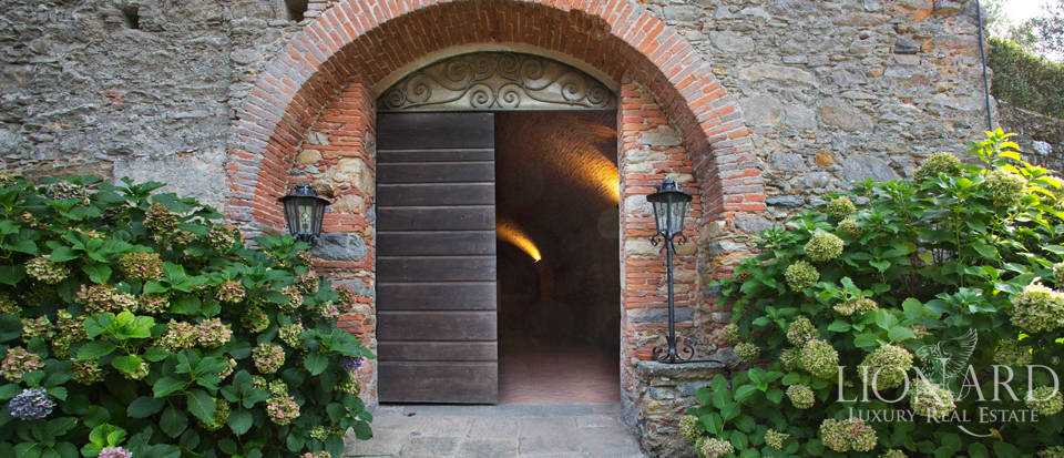 Historic villas for sale in Tuscany Image 71