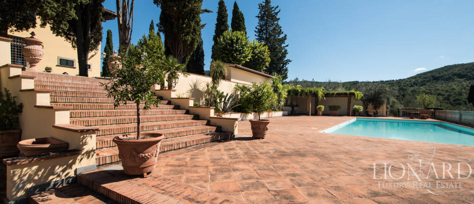 Luxury villa in the hills of Florence Image 11