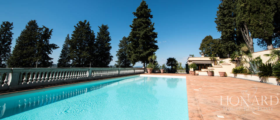 Luxury villa in the hills of Florence Image 15