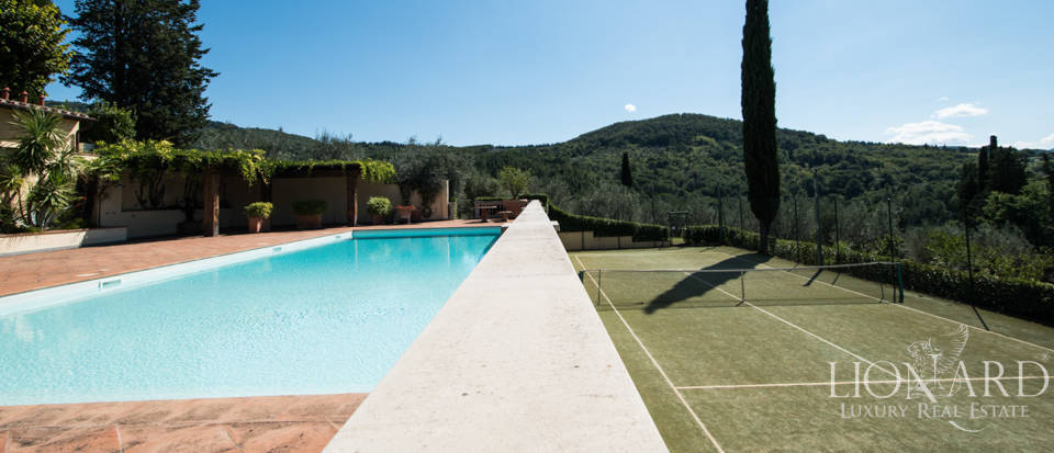 Luxury villa in the hills of Florence Image 16