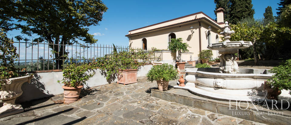 Luxury villa in the hills of Florence Image 19