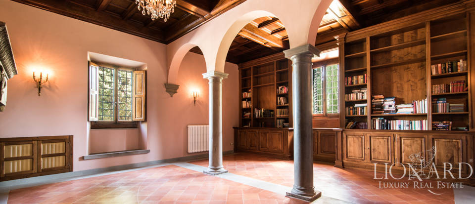 Luxury villa in the hills of Florence Image 37