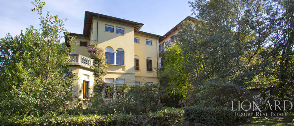 magnificent villa with dependance in forte dei marmi