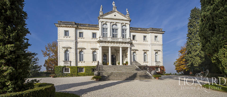 Magnificent Venetian Villa from the 17th Century for Sale Image 1