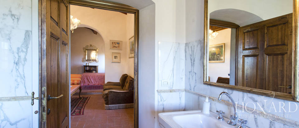 Period residence for sale in Tuscany Image 54