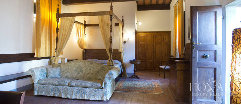 Period residence for sale in Tuscany Image 60