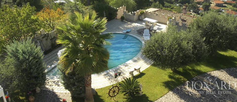 Vilals with pool for sale in Liguria Image 19