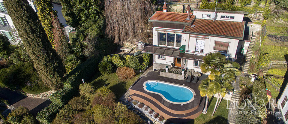 Luxury Villa with Pool on the Banks of Lake Maggiore Image 1