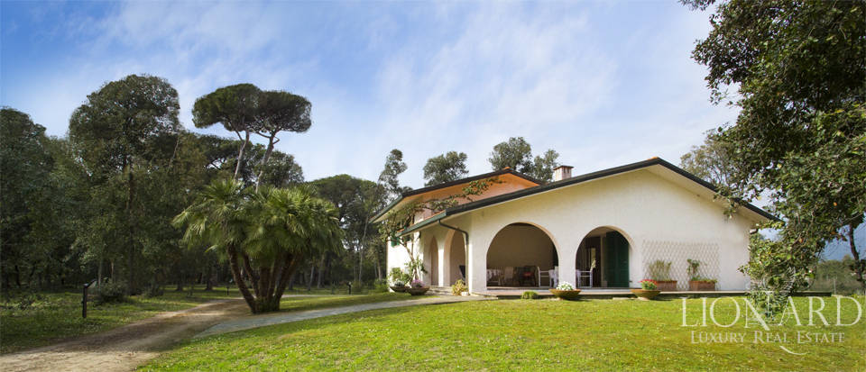 Luxury villas for sale in Versilia Image 1
