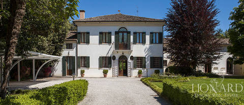 luxury villa from the xviii th century for sale in treviso