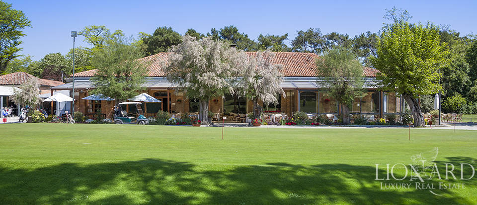 Prestigious golf club for sale in Venice Image 1