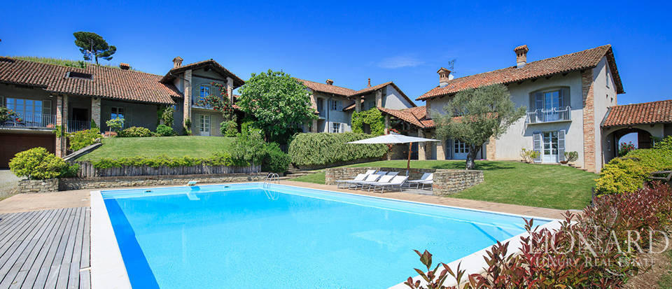 Luxury farmstead with pool for sale in Piedmont Image 1