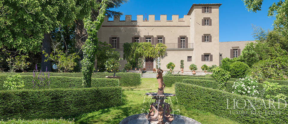 Ancient luxury villa for sale in Florence Image 1