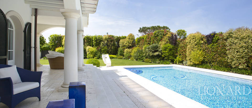 Villas for sale in Forte dei Marmi Image 17