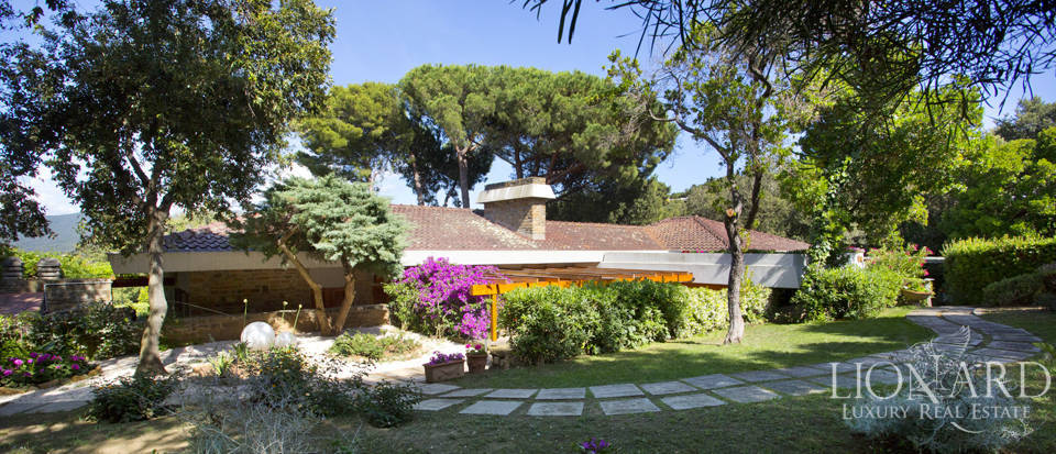 Villa for sale overlooking the Tuscan Sea Image 10