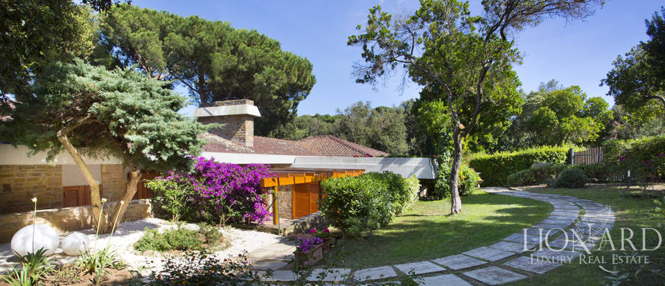 Villa for sale overlooking the Tuscan Sea Image 11