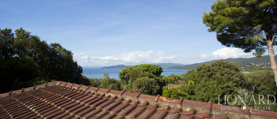 Villa for sale overlooking the Tuscan Sea Image 52