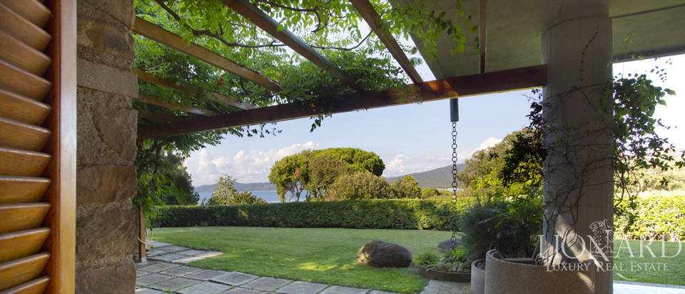 Villa for sale overlooking the Tuscan Sea Image 30