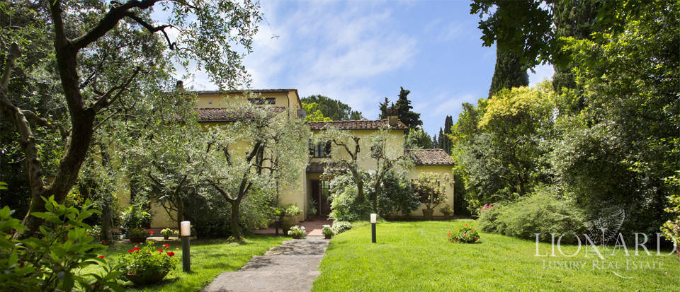 villa with swimming pool for sale in pistoia