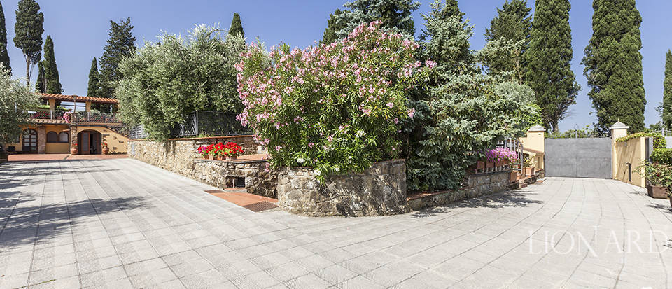Exclusive villa for sale in Florence Image 12