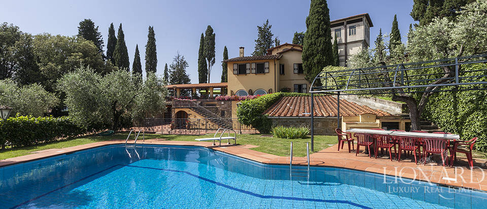 Magnificent luxury villa with swimming pool in Florence Image 1