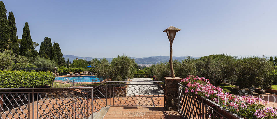 Exclusive villa for sale in Florence Image 14