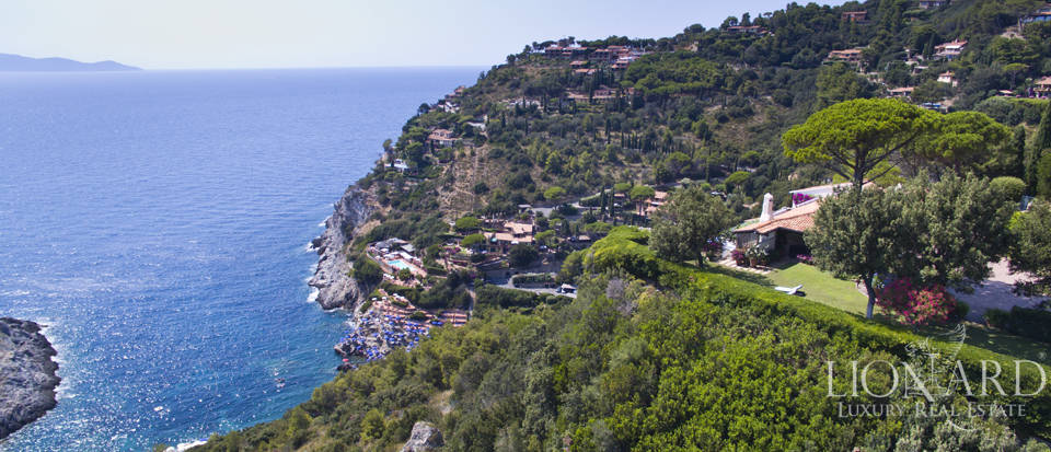 Luxury villa with swimming pool on Mount Argentario Image 1