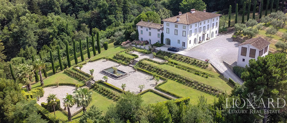 period estate surrounded by the tuscan countryside
