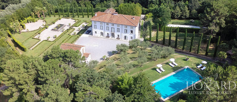 Period estate surrounded by the Tuscan countryside Image 1