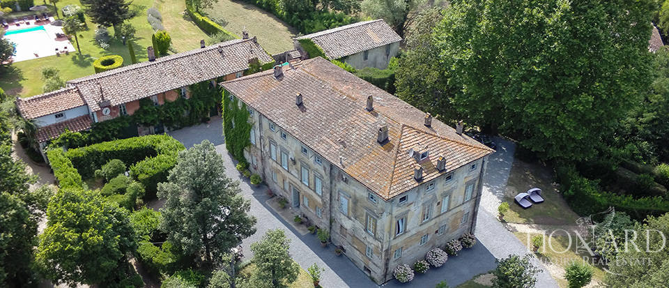 Ancient luxury villa with pool for sale in Lucca Image 1
