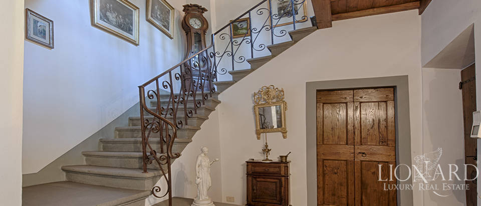 Luxury villa for sale in the heart of Tuscany Image 34