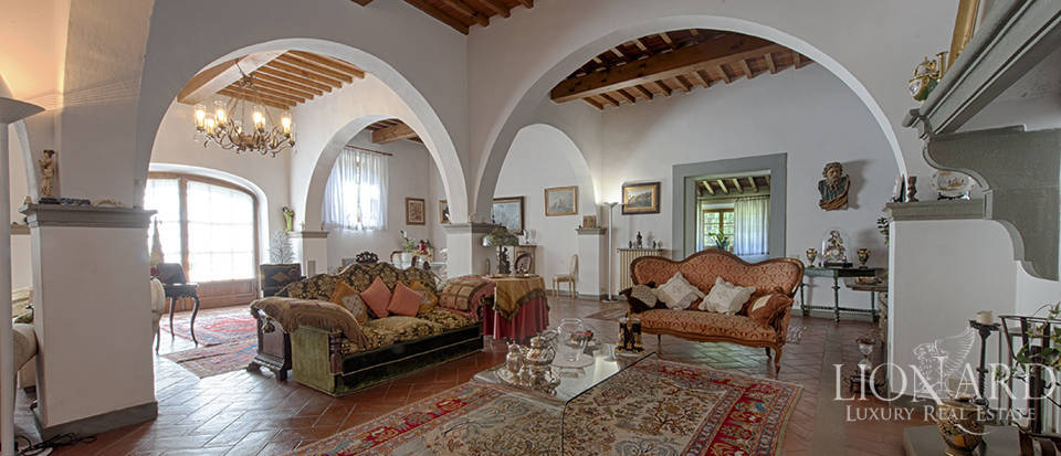 Luxury villa for sale in the heart of Tuscany Image 20