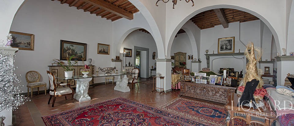 Luxury villa for sale in the heart of Tuscany Image 23