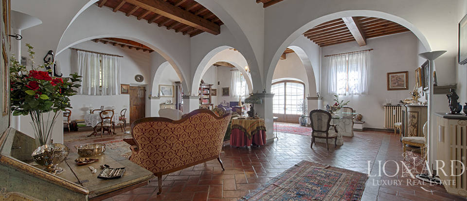 Luxury villa for sale in the heart of Tuscany Image 25