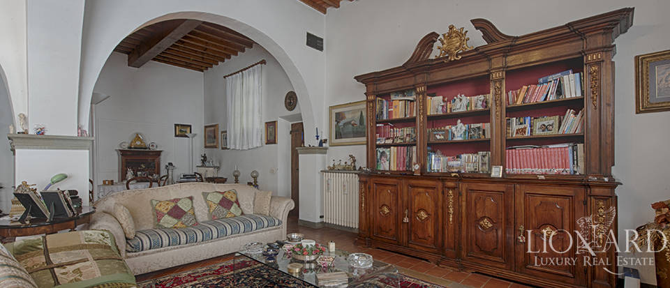 Luxury villa for sale in the heart of Tuscany Image 27