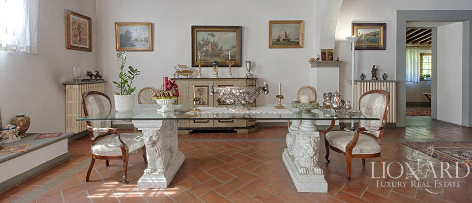 Luxury villa for sale in the heart of Tuscany Image 28