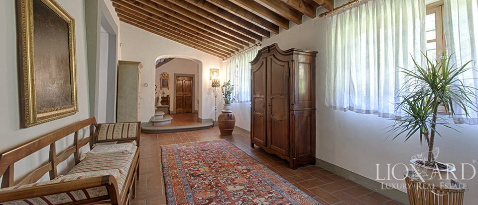 Luxury villa for sale in the heart of Tuscany Image 29
