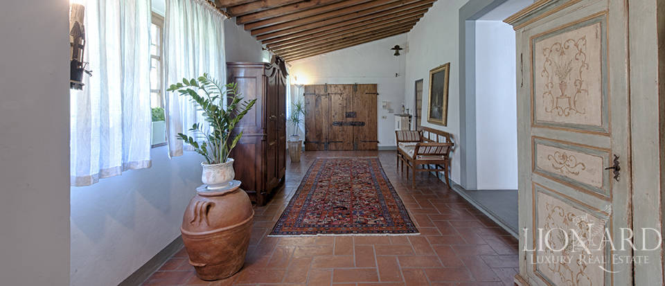 Luxury villa for sale in the heart of Tuscany Image 30