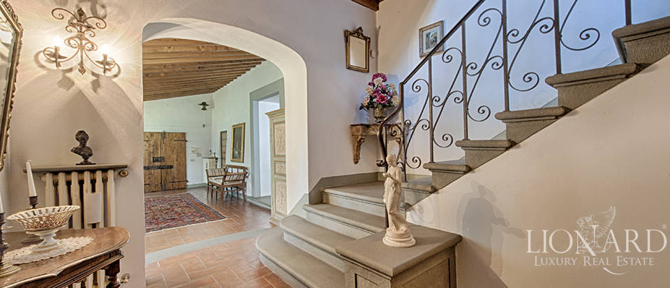 Luxury villa for sale in the heart of Tuscany Image 36