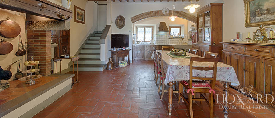Luxury villa for sale in the heart of Tuscany Image 33