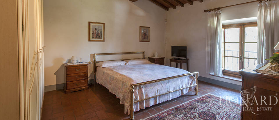 Luxury villa for sale in the heart of Tuscany Image 48