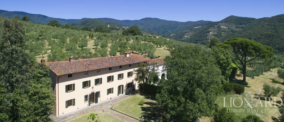 Lovely luxury villa in the countryside with panoramic view Image 2